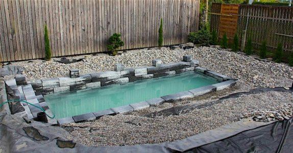 Det ser ut som et helt vanlig svømmebasseng. Men når det fylles opp? Helt utrolig!