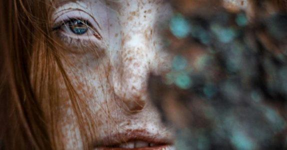 Da hun var 16, tok legene ut tarmene hennes. Men bildene av kroppen hennes trollbinder alle!