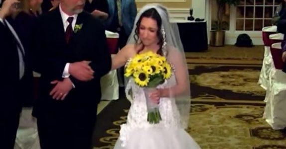 Etter 11 år får de drømmebryllupet sitt. Men når de ser ansiktet til brudgomen, gråter alle bittersøte tårer!