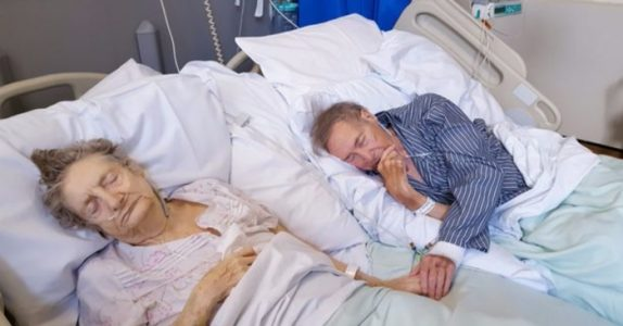 Det eldre paret har bare få dager igjen å leve. Da gjør sykepleieren DETTE for å hylle den livslange kjærligheten!