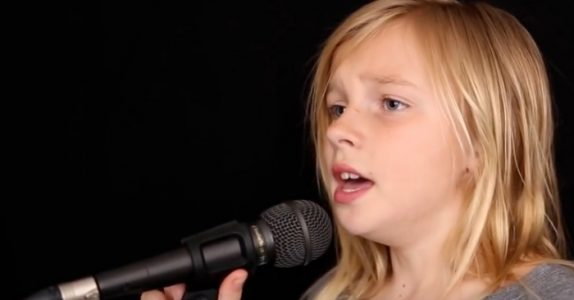 11-åringen skal synge Simon & Garfunkel. Men se når han tar 60-talls klassikeren til helt nye høyder!