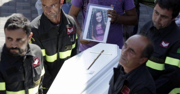 Når brannmannen fant 9-åringen, var hun allerede død. Men under kroppen hennes fant han noe gripende!