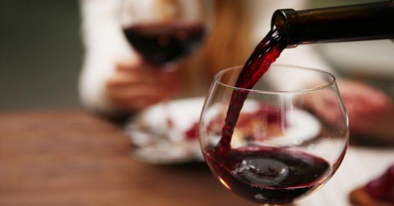 Forskning viser: Rødvin kan hjelpe deg å gå ned i vekt!