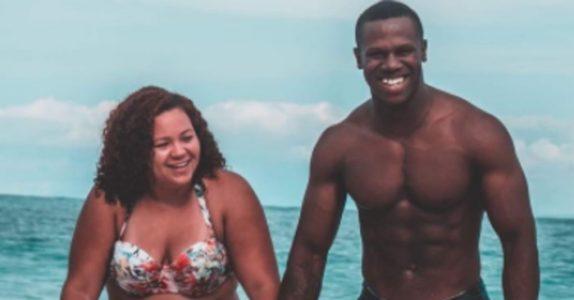 Mammaen publiserte et bilde med ektemannen på stranden. Men 1 detalj fikk bildet til å gå verden rundt!
