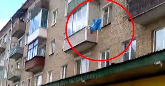Denne pappaen kaster sin 11 måneder gamle baby fra 5. etasje. Videoklippet går nå verden rundt!