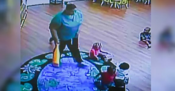 Førskolelæreren smugfilmes når hun passer barna. Da fanger kameraet noe som får nettet til å koke!
