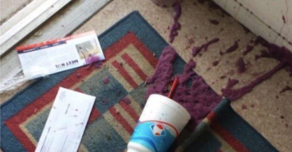 Gutten mister drikken sin i butikken. Men når kassereren ser hvordan faren reagerer, tar hun opp telefonen!