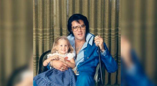Elvis døde for 40 år siden. Men det hindrer han ikke i å synge denne «duetten» med datteren sin!