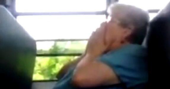 4 tenåringer mobber pensjonisten til tårer. Men de har ingen anelse om hvem som står BAK henne!