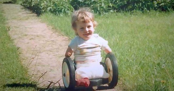 Gutten ble født uten armer og ben. Da sier mormoren 8 ord som forandrer livet hans for alltid!