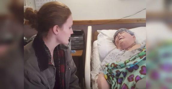 Sykepleieren sniker seg inn på pasientens rom. Men så fanger kameraet noe helt spesielt!