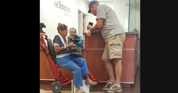 Den ensomme pensjonisten ble etterlatt alene på akutten. Da sier denne mannen 5 ord som forandrer ALT!