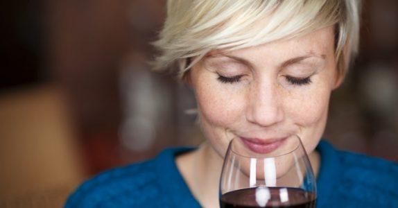 Forskning avslører: Ett glass rødvin kan gi den samme effekten som en time på trening!