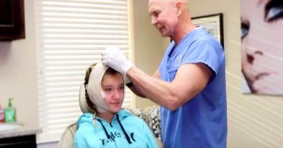 Den unge jenta opererte ørene etter all mobbingen. Se reaksjonen når forvandlingen avsløres!