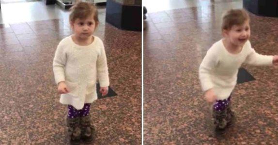 Den lille jenta tror hun er på flyplassen for å se på flyene. Så får hun øye på et kjent ansikt!
