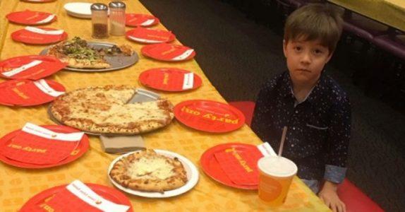 Ingen av de 32 inviterte kom i 6-åringens bursdagsselskap. Så ringer telefonen noen dager senere!