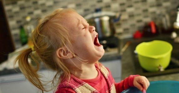 Ny studie viser: Barn oppfører seg dårligst når de er med mødrene sine!