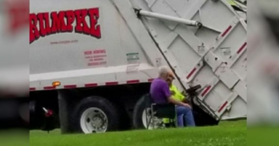 Mannen med Alzheimers venter på søppelmannen. Så dokumenterer datteren det rørende øyeblikket!